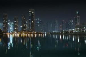 Dubai bei Nacht foto