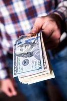 Dollar in den Händen foto