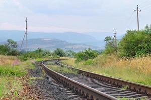 Blick auf die Eisenbahnschienen foto