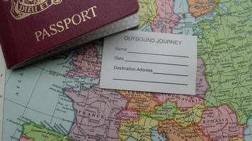Reisepass und Karte
