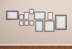 Gruppe von Fotorahmen an der Wand. foto