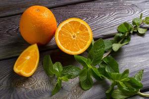 Orangen und Minze. foto