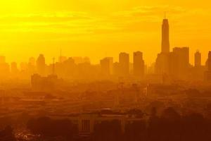 Sonnenaufgang in der Stadt Bangkok, Thailand foto