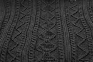 schwarzer Hintergrund des Wollpullovers foto