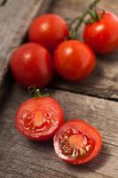 Tomaten, gekocht mit Kräutern zur Konservierung foto