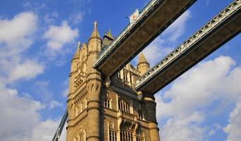 Brücke nach oben schauen foto