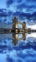berühmte Turmbrücke am Abend, London, England