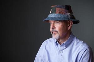 Mann mit irischem Hut foto
