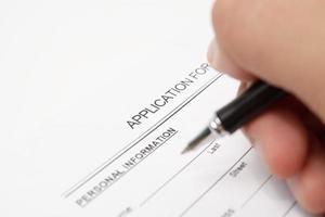 Ausfüllen eines Antragsformulars für die Einreise in ein Visum foto