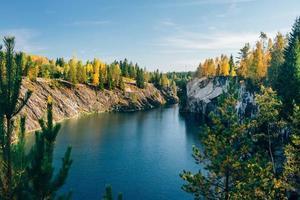 Marmor italienischer Steinbruch Ruskeala, Karelien, Russland foto