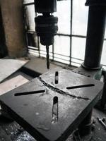 alte Werkstattbohrmaschine foto