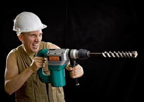 der Baumeister in einem Schutzhelm foto