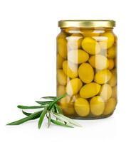 Zweig mit Oliven und einer Flasche Olivenöl foto