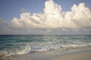 Meer mit einem Sturm foto