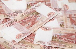 Hintergrund von ein und fünftausend russischen Rubel Rechnungen foto