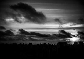 Blick auf Gebäude im Morgengrauen in São Paulo / Regional2014 foto