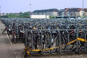 Parkplatz für Fahrräder foto