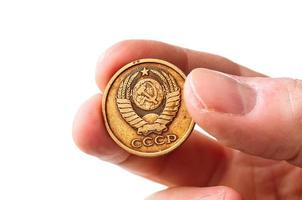 alte sowjetische Copecks Münze in der Hand foto