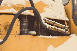 Detail der Raupenkette auf der Baustelle - gealtertes Foto