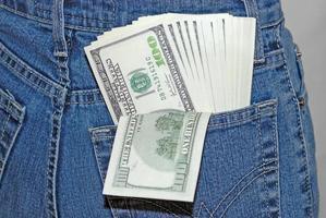 Banknoten in einer Tasche foto