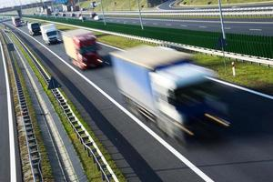 vierspurige Autobahn mit kontrolliertem Zugang in Polen foto