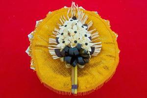 Chan Blumen mit schwarzer Schleife