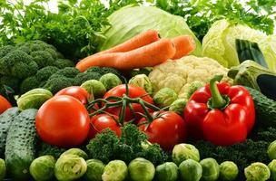 verschiedene rohe Bio-Gemüse foto