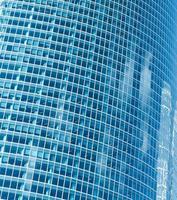 transparente Glasstruktur des Wolkenkratzers des neuen zeitgenössischen Gebäudes foto