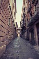 gealterte Straße in Barcelona. Katalonien, Spanien.
