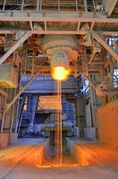 Gießen von flüssigem Metall foto