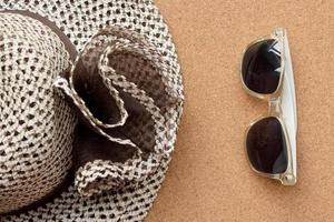 Hut und Sonnenbrille - Sommermode foto