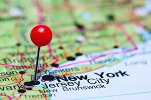 Jersey City auf einer Karte von USA gepinnt foto