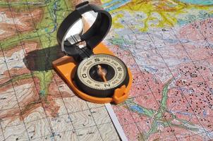 Karten und Kompass. foto