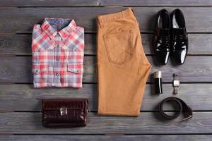 stilvolle und farbenfrohe Herrenbekleidung. foto