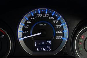 Autogeschwindigkeits-Armaturenbrett foto
