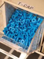 T-förmige Kunststoffstopfen in einem Speicherorganisator foto