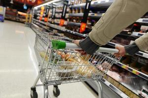Blick auf den Supermarktgang