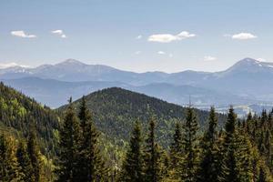 hübsche Bergkette im Freien foto