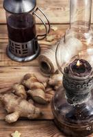 Tee mit Ingwerwurzel foto