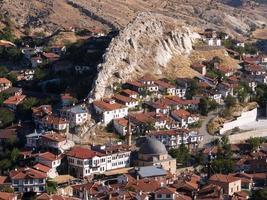 Beypazari-Häuser und interessante Felsen foto