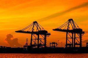 Hafencontainerterminal für den Transport