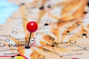 Pasto auf einer Karte von Amerika gepinnt foto