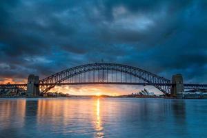 Sydney Harbour Bridge von Blues Point Reserve aus gesehen. foto