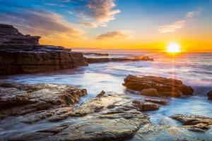 Sonnenaufgang Seelandschaft Blick. foto