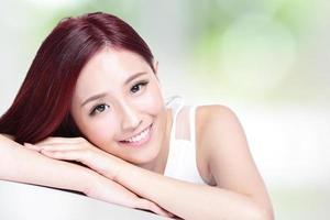 charmante Frau lächeln Gesicht foto