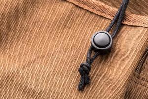 schwarze Spitze der braunen Tasche foto