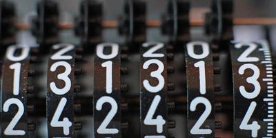 Zähler mit allen dreizehn Zahlen nacheinander
