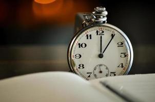 Taschenuhr. Symbole der Zeit foto