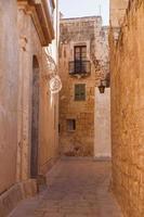 alte schmale Straße in Mdina, Malta.