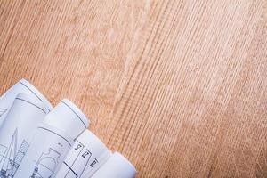 Copyspace Bild weiße Blaupausen auf alten braunen Holzbrett Horizont foto